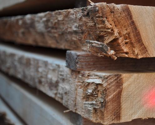 Kantholz, Latten, Staffeln, Pfosten, Bretter für Hausbauer aus dem Sägewerk Pfoser