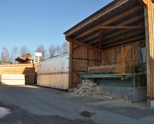 Entrinden, Schneiden, Trocknen im Sägewerk Pfoser in Ulrichsberg